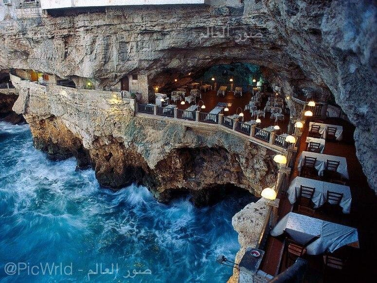 Oceanside beautiful restaurant in Italy was built inside a cave overlooking the sea!:o