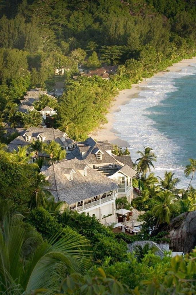 جزر سيشيل لؤلؤة المحيط الهندي تشتهر بشواطئها الرملية البيضاء ، وطبيعيتها الخضراء مناسبة للعرسان ولمن يرغب بالإسترخاء
