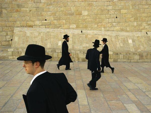 يهود أرثوذكس بجوار الحائط الغربي في #القدس #فلسطين