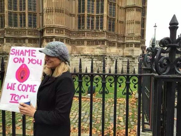 مظاهرات لندن لمنع قانون حجب المواقع الجنسية - صورة ٥