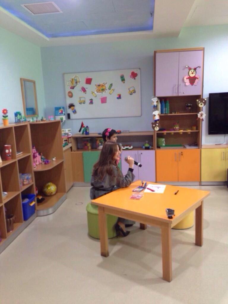 نانسي عجرم تغني مع الطفلة نور في مركز الحسين للسرطان #مشاهير