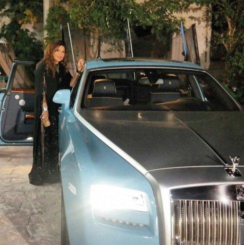 سعر سيارة #أحلام الزرقاء الفيروزية من طراز Rolls-Royce موديل 2015 بقيمة مليون ونصف مليون دولار