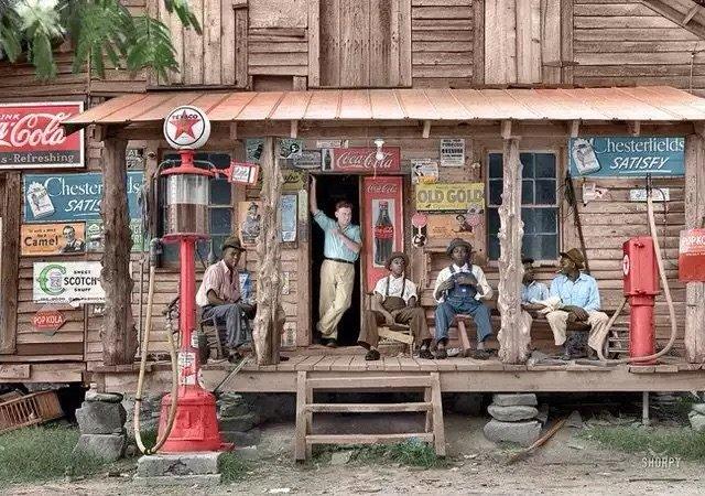 صورة #قديمة تمت إعادة تلوينها - دكان شعبي في نورث كارولينا عام ١٩٣٩