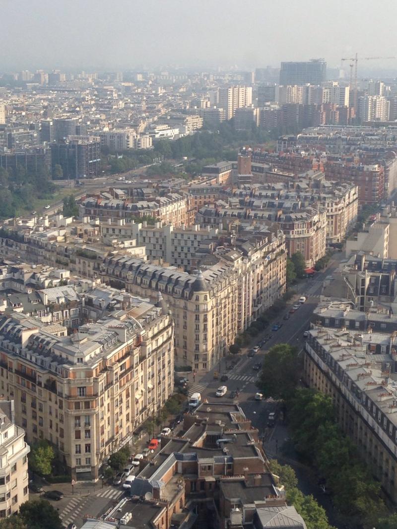 #باريس صباحا من جهة فندق hyatt