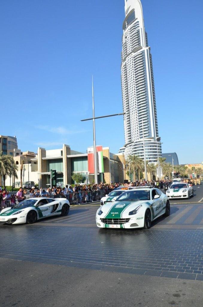 سيارات شرطة #دبي السياحية تشارك في مسيرة الاتحاد