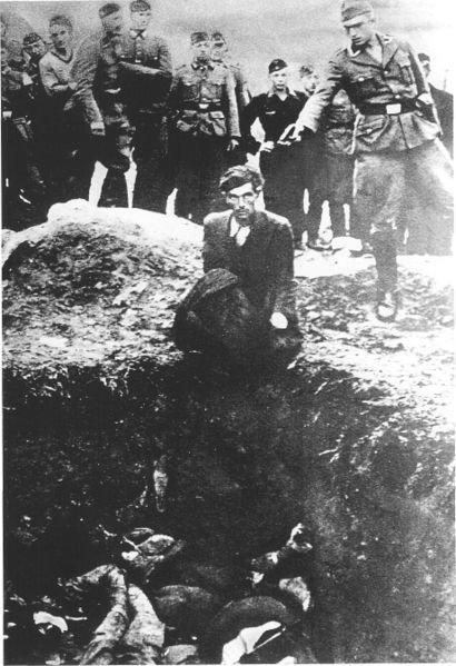 أشهر صور في العالم - صورة بعنوان آخر يهودي في فينيستا تصور اعدام آخر يهودي في تلك المنطقة عام 1941