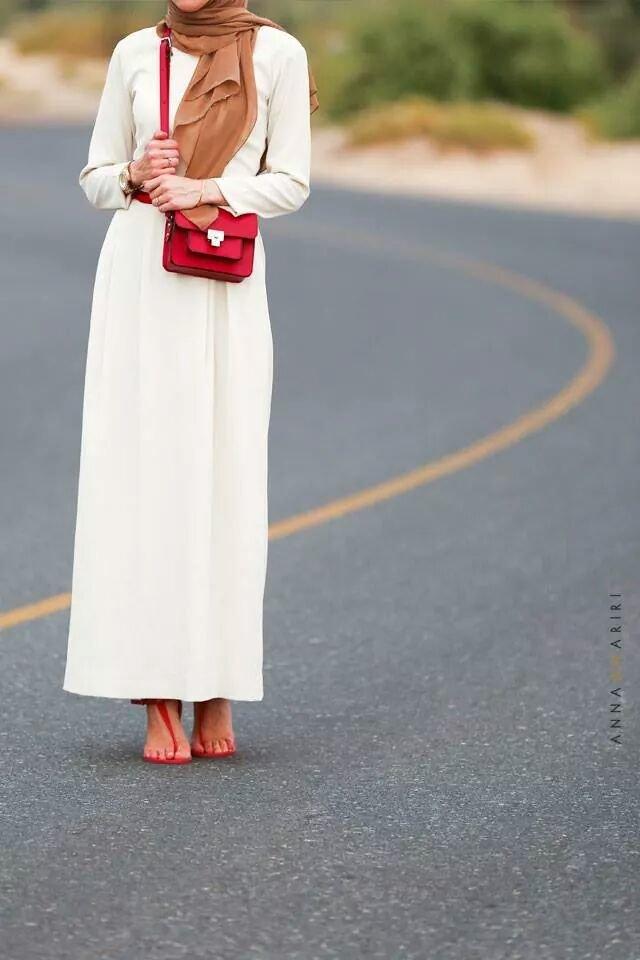 فستان أبيض طويل - صور ملابس #محجبات #فساتين