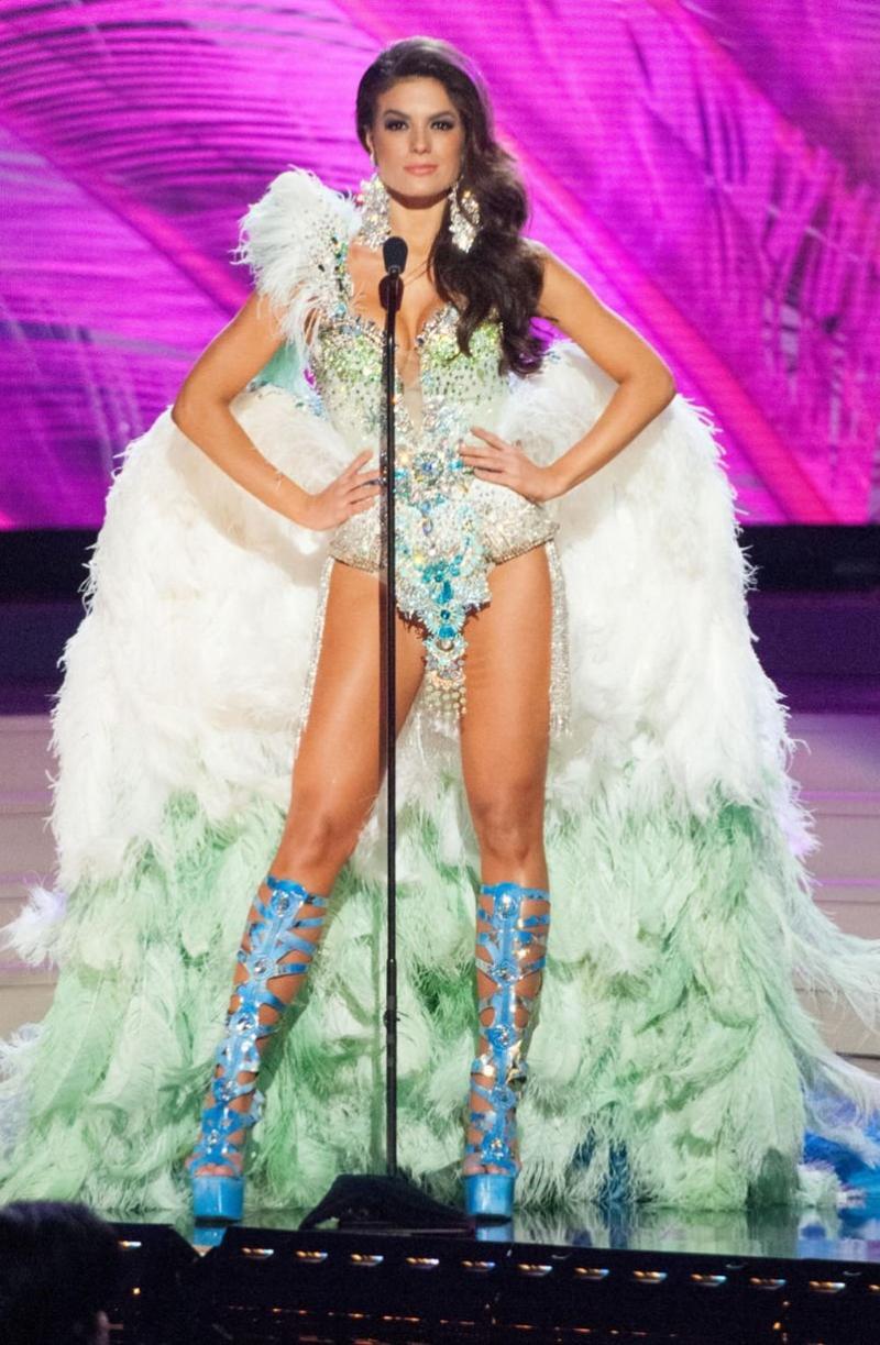 ملكات جمال الكون 2015 بملابس غريبة - ملكة جمال البرازيل Melissa Gurgel