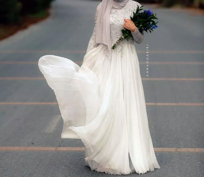 فستان ابيض وفضب طويل - صور ملابس #محجبات #فساتين