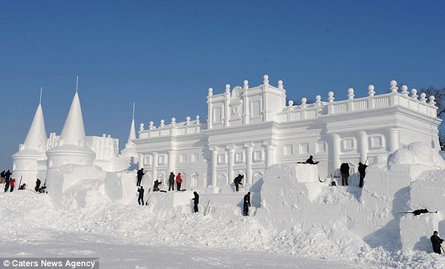 فن النحت بالثلج صوره رقم 1 #عاصفة_هدى