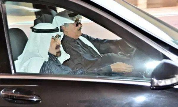 آخر صورة التقطت للملك عبدالله رحمه الله قبل مغادرته قصره في الرياض #وفاة_ملك_السعودية