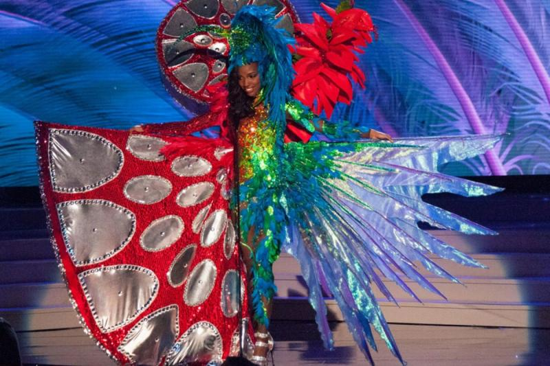 ملكات جمال الكون 2015 بملابس غريبة - ملكة جمال ترينيداد وتوباجو Bright