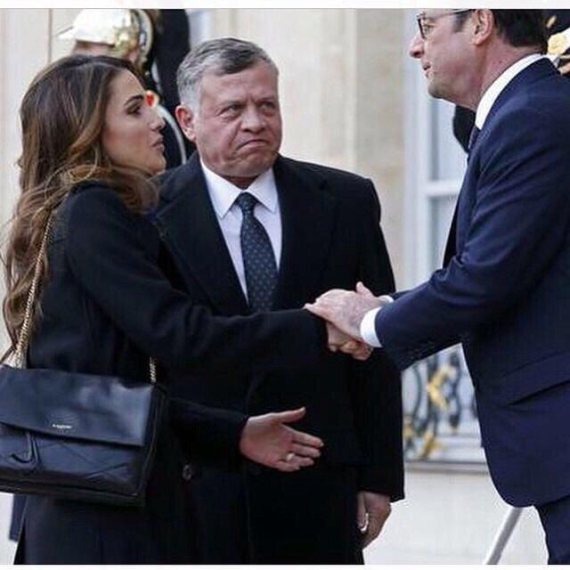 جلالة الملك عبدالله وجلالة الملكة رانيا مع الرئيس الفرنسي #مسيرة_باريس