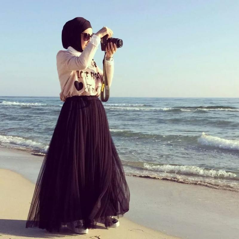 تنورة سوداء طويلة وواسعة - صور ملابس #محجبات #فساتين