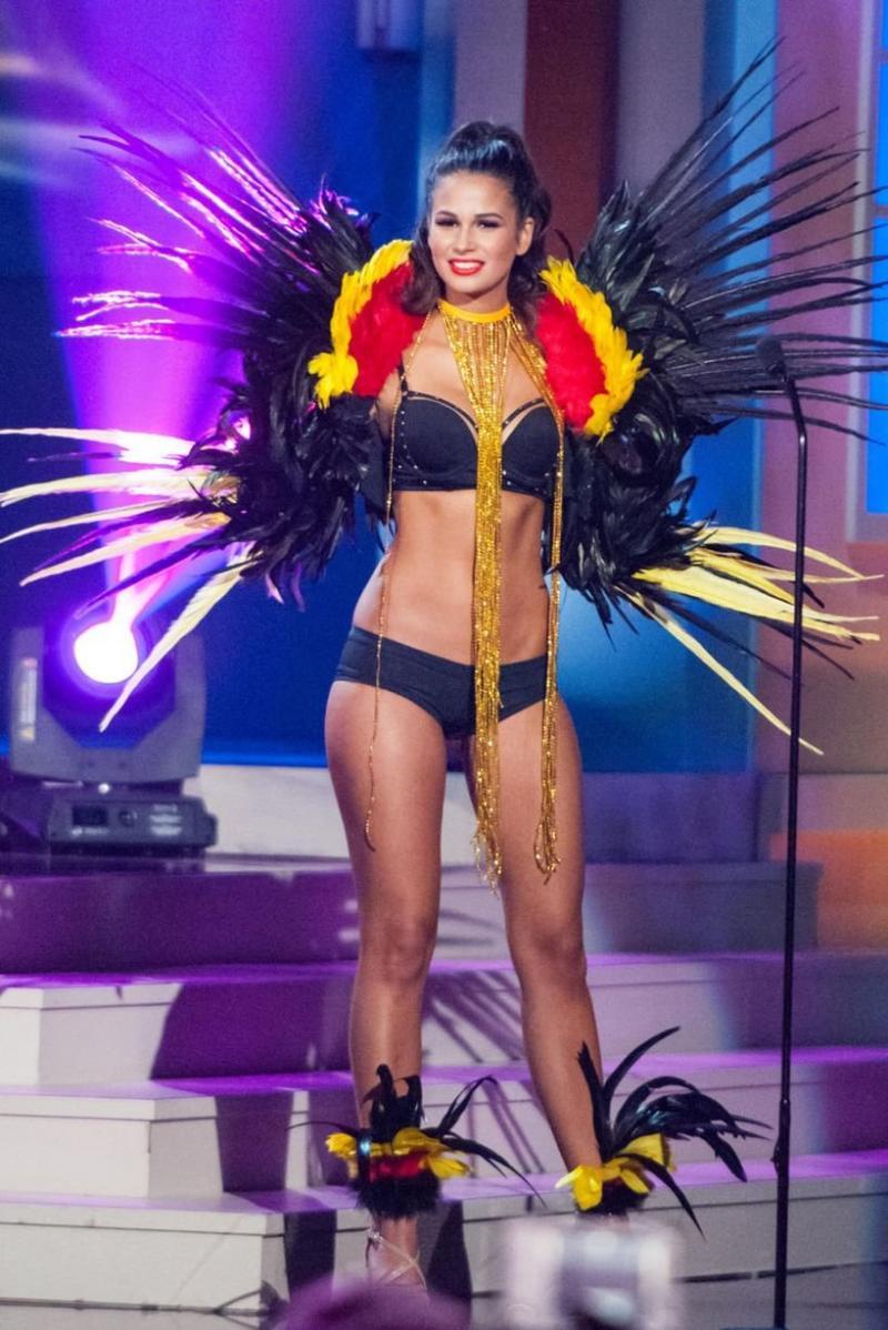 ملكات جمال الكون 2015 بملابس غريبة - ملكة جمال بلجيكا Anissa Blondin