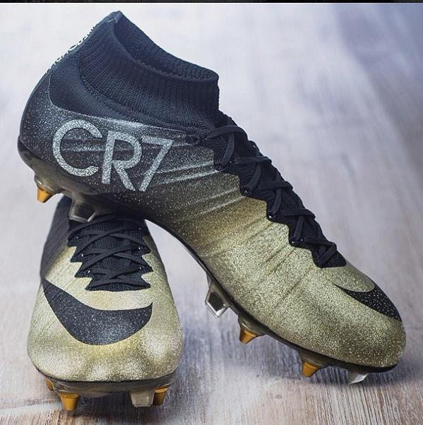 نايكي تهدي #كرستيانو_رونالدو حذاء ذهبي مرصع بالألماس #الكرة_الذهبية