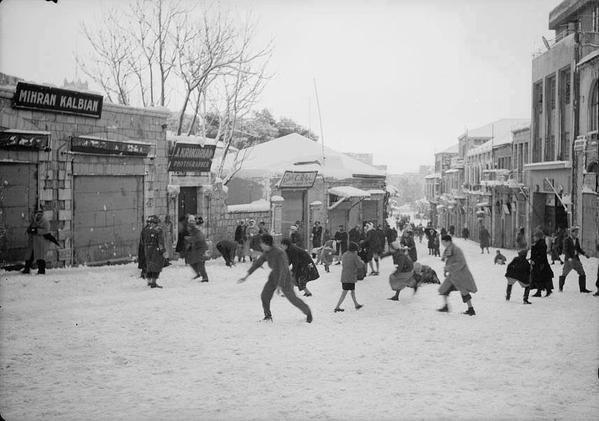 الثلج في #القدس، شارع #يافا 1942 #فلسطين