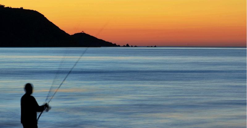 صياد سمك - خليج وهران - الجزائر