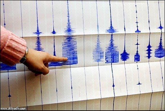 تحذيرات من #تسونامي في المحيط الهادي بعد زلزال عنيف بقوة 7.7 درجة على مقياس ريختر في غينيا الجديدة .