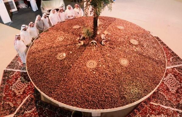 صورة أكبر طاولة تمور في أحد مهرجانات #الأحساء تستعد لدخول الموسوعة العالمية #جنيس #السعوديه