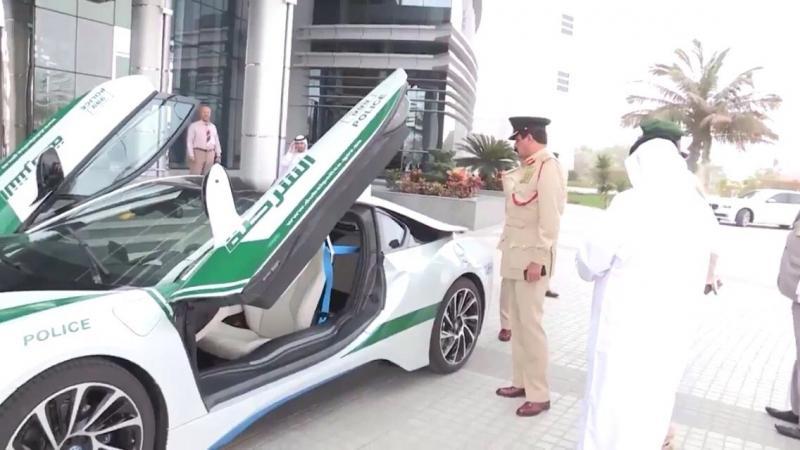 BMW I8 تنظم لاسطول سيارات شرطة #دبي - صورة ٢
