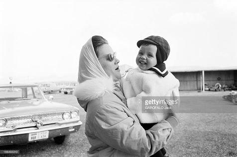 الملك #عبد_الله_الثاني_بن_الحسين ووالدته #الأميرة منى الحسين مارس 1963 #ارفع_راسك #اردني_رافع_راسي