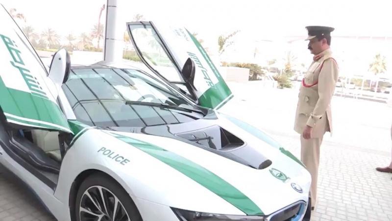 BMW I8 تنظم لاسطول سيارات شرطة #دبي - صورة ٣