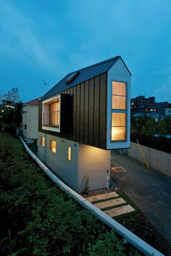 منزل بتصميم غريب وبحجم صغير وبداخله كل مستلزمات الراحة - صورة ١