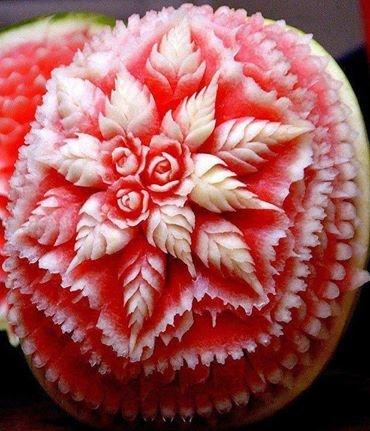 فن النقش على البطيخ