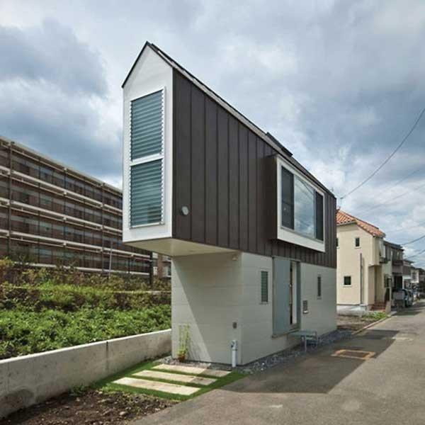 منزل بتصميم غريب وبحجم صغير وبداخله كل مستلزمات الراحة - صورة ٣