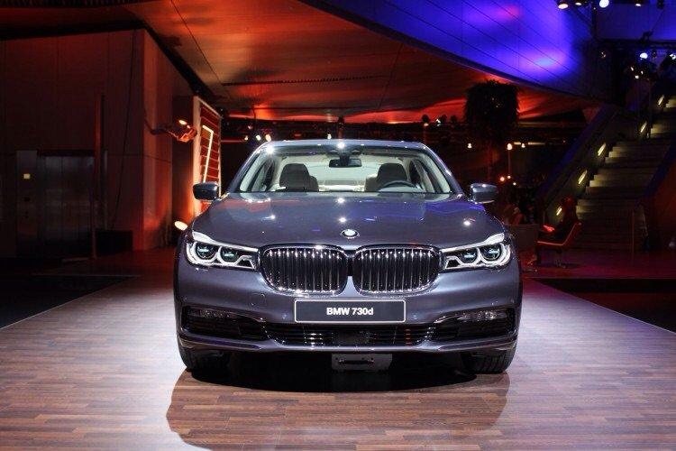 سيارة BMW# الفئة السابعة موديل ٢٠١٦ - صورة ١
