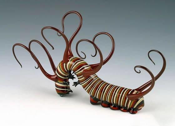 سكوت بيسون يبدع فى تشكيل الزجاج الملون ليحوله إلى حيوانات وزواحف تنبض بالحياة صوره رقم 4