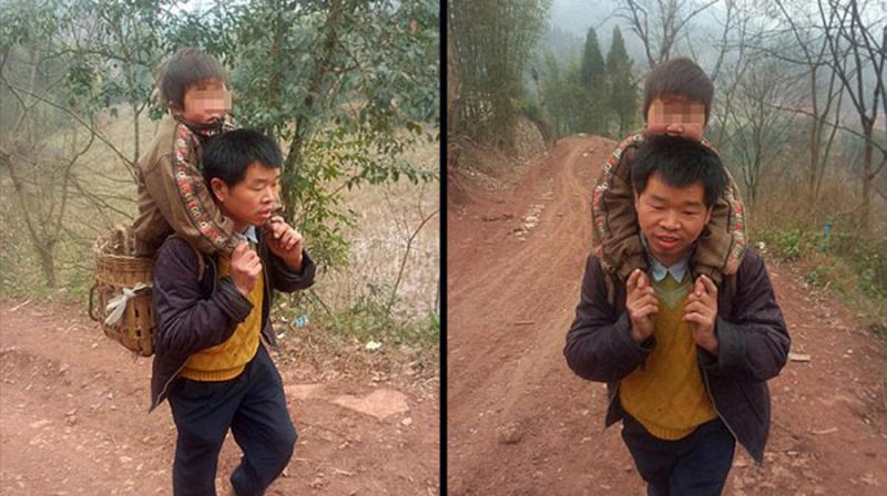 صيني يقطع 30 كيلومترا يوميا حاملا ابنه المعاق للمدرسة
