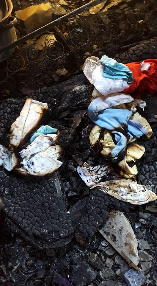 ملابس الطفل الرضيع الذي استشهد في قرية دوما جنوب مدينة #نابلس بعد أحرق الصهاينة منزله فجر اليوم #حرقوا_الرضيع