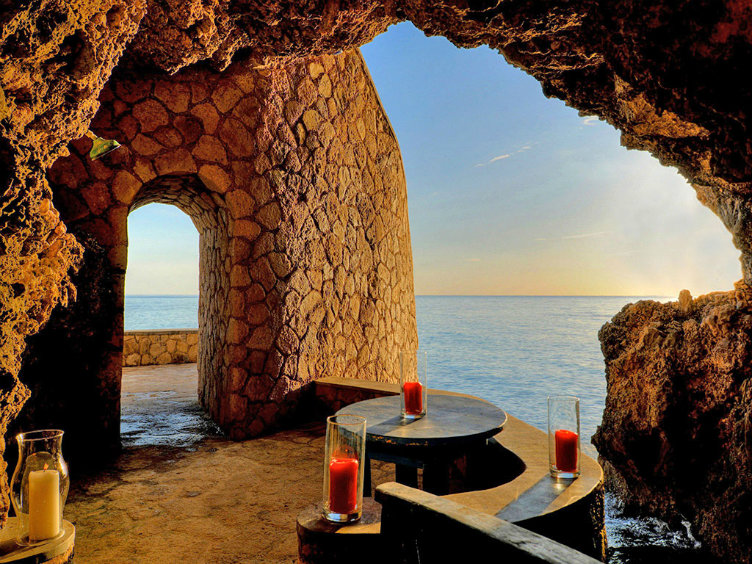 منتجع المغر #جامايكا الإقامة داخل مغر فاخرة تقع على البحر