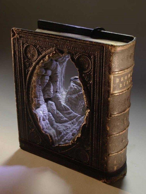 منحوتات مبدعة باستخدام كتب - صورة ١