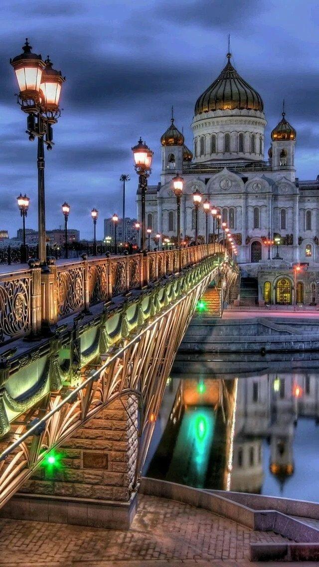 جسر #موسكو و كنيسة المسيح في #روسيا
