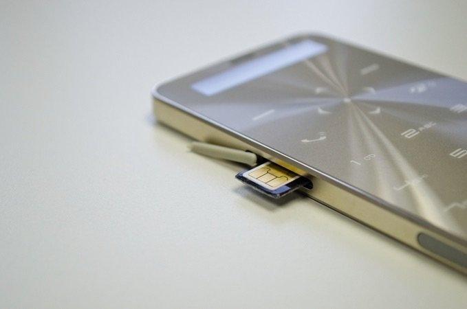 جانوس ون Janus One هاتف نقال جديد يعمل دون شحن ل٩٠ يوما ويشحن الهواتف الأخرى - صورة ٣