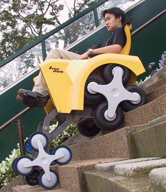 كرسي متحرك لصعود ونزول السلالم لذوي الاحتياجات الخاصة