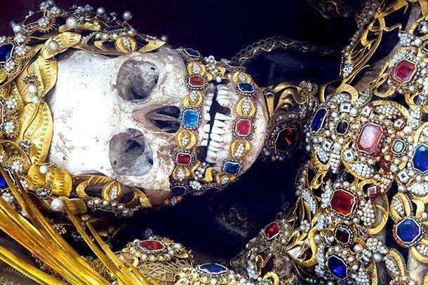 هكذا كان يدفن ملوك الروم #قديما مع جواهرهم - صورة ٢