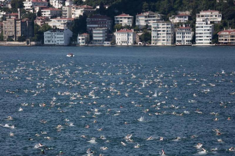 #صور: سباق سامسونغ للسباحة بين القارات في مضيق البوسفور بإسطنبول #تركيا