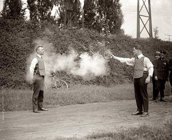 اختبار اول سترة مضادة للرصاص عام 1923