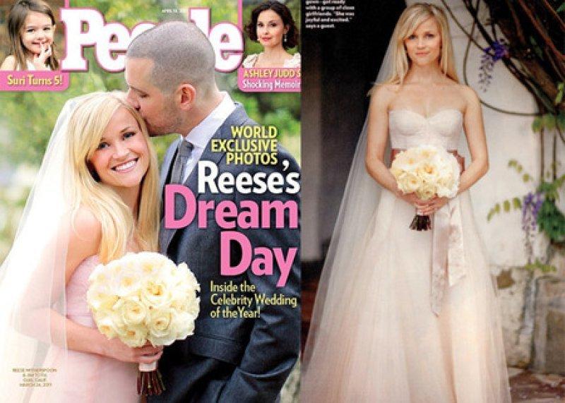 ريز ويذرسبون وفي صور زفافها التي خصّت بها مجلّة بيبول الأميركيّة ارتد فستان زفافها باللون الزهري #مشاهير