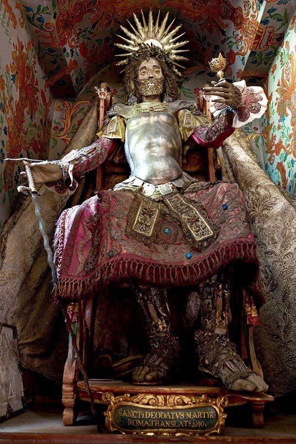 هكذا كان يدفن ملوك الروم #قديما مع جواهرهم - صورة ١