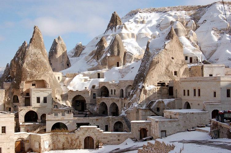 فندق فيري تشيمني #جوريمي #تركيا فندق محفور في صخور الجبال