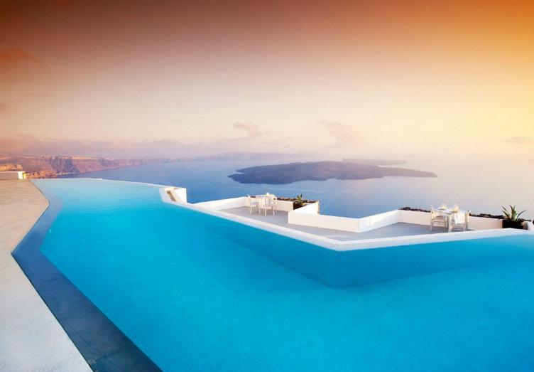 فندق كاتيكيس #سانتوريني #اليونان الإقامة في الفندق مع أشهر حوض سباحة في العالم