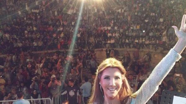 سيلفي من نانسي عجرم مع جماهيرها في مهرجان جرش #مشاهير #نانسي_عجرم
