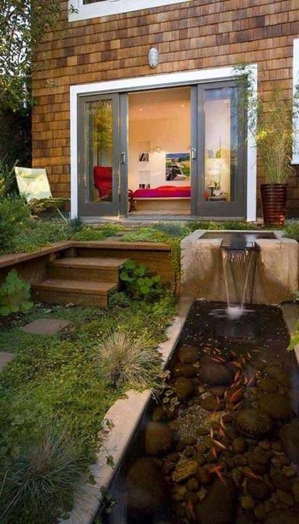 من اجمل تصاميم احواض اسماك الزينة في فناء البيت #غرد_بصوره صوره رقم7