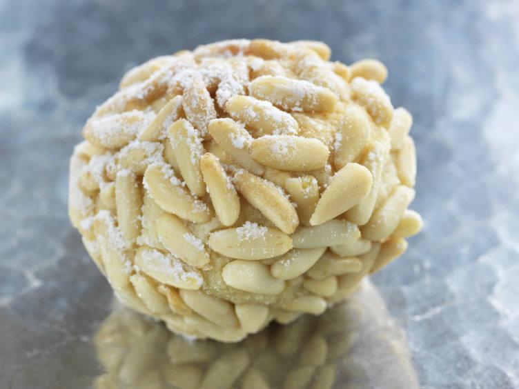 حبّات الصنوبر من أزكى حلويات #الجزائر