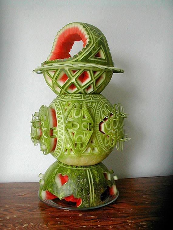 فن النحت على البطيخ #غرد_بصوره صوره رقم 6